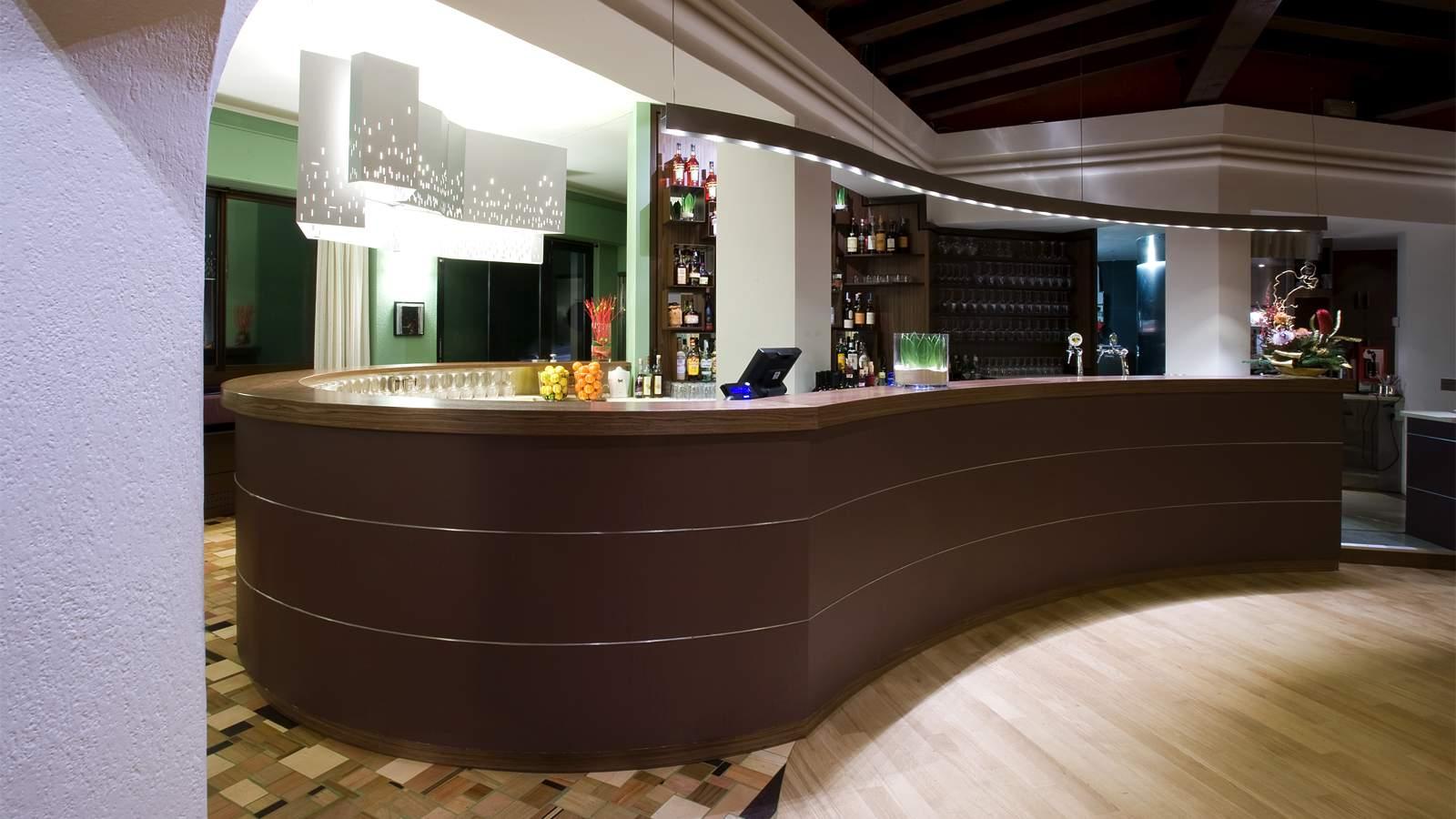 Bar ristorante lux di vittorio veneto tv bottega for Negozi arredamento veneto